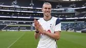 Gareth Bale rạng rỡ ra mắt trong lần trở lại Tottenham. Ảnh: Getty Images