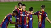 Cầu thủ Barca một lần nữa chung tay giúp CLB vượt qua khó khăn tài chính. Ảnh: Getty Images