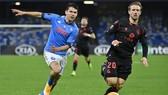 Sociedad và Napoli nắm tay nhau đi tiếp sau đoạn cuối đầy kịch tính.