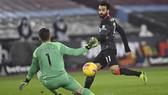 Mohamed Salah ghi cú đúp giúp Liverpool thăng hoa trở lại. Ảnh: Getty Images
