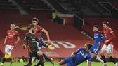 Khoảnh khắc đánh dấu màn sụp đổ của Man.United trong giây cuối trận. Ảnh: Getty Images