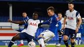 Bernard ghi bàn trong hiệp phụ giúp Everton ngược dòng vào tứ kết. Ảnh: Getty Images