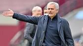 HLV Jose Mourinho vẫn tin tưởng vào năng lực của ban huấn luyện. Ảnh: Getty Images
