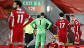 Những hình ảnh quen thuộc này đang kéo lùi mùa giải của Liverpool. Ảnh: Getty Images
