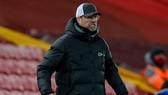 HLV Jurgen Klopp bất lực chứng kiến đà trược dốc không phanh của Liverpool. Ảnh: Getty Images