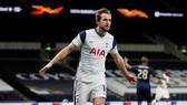 Harry Kane tỏa sáng mang về chiến thắng cho Tottenham. Ảnh: Getty Images