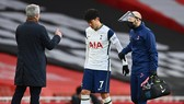 HLV Jose Mourinho lo ngại chấn thương của Son Heung-min có thể nghiêm trọng hơn. Ảnh: Getty Images