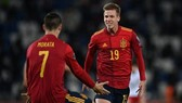 Dani Olmo mừng bàn ấn định chiến thắng trong thời gian bù giờ. Ảnh: Getty Images
