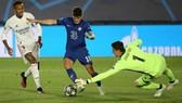 Christian Pulisic vượt qua thủ thành Thibaut Courtois trước khi ghi bàn. Ảnh: Getty Images