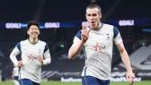 Gareth Bale ăn mừng khi hoàn tất hat-trick. Ảnh: Getty Images
