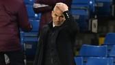 HLV Zinedine Zidane bất lực với thế trận thua thiệt trước Chelsea. Ảnh: Getty Images