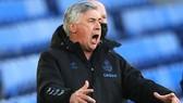 HLV Carlo Ancelotti không thể lý giải vì sao Everton đá sân nhà kém đến vậy. Ảnh: Getty Images