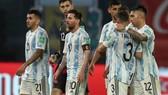 Lionel Messi và đồng đội thất vọng khi hòa 1-1 trên sân nhà.