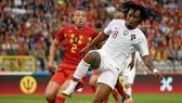 Toby Alderweireld ngăn đợt tấn công của Bồ Đào Nha trong giao hữu gần nhất hòa 0-0 năm 2018.