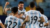 """Lionel Messi đang nhận được sự hỗ trợ tuyệt đối từ các """"đàn em"""" trẻ trung."""