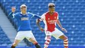 Những trụ cột của Arsenal như Pierre-Emerick Aubameyang (phải) đang bắt nhịp chậm.
