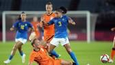 Hà Lan đưa ra thách thức với kết quả hòa 3-3 trước ứng viên Brazil.