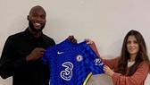 Romelu Lukaku một lần nữa đặt bút ký hợp đồng với Chelsea sau 10 năm.