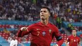 Cristiano Ronaldo lập kỷ lục ghi bàn như khẳng định anh chưa quá già để trở lại Man.United.