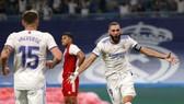 Karim Benzema tiếp tục sắm vai đầu tàu chiến thắng của Real.