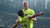 Erling Haaland tiếp tục bén duyên ghi bàn ở Champions League.