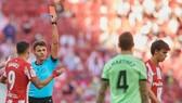 Joao Felix bị đuổi khỏi sân trong ngày nhà vô địch Atletico gây thất vọng.