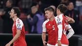 Đan Mạch mừng bàn thắng quyết định tấm vé đến World Cup.