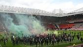 Người hâm mộ Man.United sau đó đã xông vào sân Old Trafford ở mùa qua.