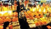 Các hộ kinh doanh thực phẩm khô tại chợ Bà Chiểu, TPHCM                                 Ảnh: Thành Trí