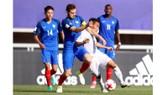 U20 Việt Nam (áo trắng) trong trận thua U20 Pháp 0 - 4 tại bảng E - VCK FIFA World Cup 2017 vừa qua