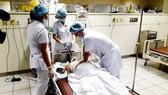 Điều trị tích cực cho một bệnh nhân bị tai biến trong chạy thận tại Bệnh viện Đa khoa Hòa Bình