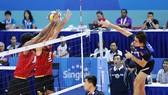 Từ Thanh Thuận (phải) và đội tuyển quốc gia sẽ được thử lửa ở 2 giải đấu châu lục.                           Ảnh: Nhật Anh