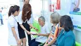 Bệnh nhân đến khám chữa bệnh tại Trạm Y tế phường 11, quận 3