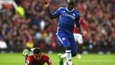 Thành công của N'Golo Kante (phải) tại Chelsea đang được nhiều đội Premier League chú trọng.