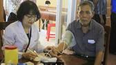 Đoàn y, bác sĩ Bệnh viện Đại học Y Dược TPHCM khám chữa bệnh tại Quảng Ngãi