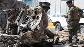 Hiện trường một vụ đánh bom liều chết ở Iraq tháng 6-2017. Ảnh: REUTERS.