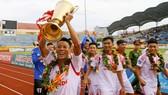 Niềm vui đăng quang V-League của Nam Định sau 7 năm chờ mong.