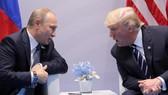 Tổng thống hai nước Nga, Mỹ gặp nhau bên lề Hội nghị G20 ở Hamburg, Đức. Ảnh: REUTERS