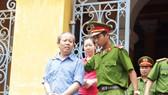 Bị cáo Cường được dẫn giải về trại sau phiên tòa hoãn