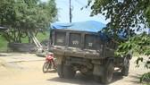 """Một chiếc xe tải """"né"""" trạm thu phí Tư Nghĩa"""