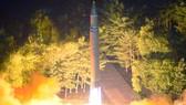 Hình ảnh phóng thử tên lửa đạn đạo liên lục địa Hwasong-14. Ảnh: KCNA/EPA