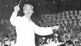 Chủ tịch Hồ Chí Minh bắt nhịp bài hát Kết đoàn tại dạ hội của thanh niên thủ đô Hà Nội chào mừng thành công Đại hội lần thứ III Đảng Lao động Việt Nam và Quốc khánh nước Việt Nam Dân chủ Cộng hòa (tháng 9-1960)