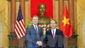 Chủ tịch nước Trần Đại Quang tiếp ngài Daniel Kritenbrink, Đại sứ Đặc mệnh toàn quyền Hoa Kỳ tại Việt Nam đến trình Quốc thư nhân dịp đảm nhận nhiệm kỳ công tác mới. Ảnh: TTXVN