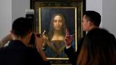 """Bức họa """"Đấng Cứu thế"""" của Leonardo da Vinci được bán đấu giá ngày 15-11 ở New York, Mỹ. Ảnh: GETTY"""