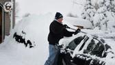 Tuyết rơi dày kỷ lục ở TP Erie, bang Pennsylvania hôm 27-12 Ảnh: REUTERS
