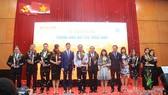 Ban tổ chức trao giải Thương hiệu Việt được yêu thích nhất năm 2017. Ảnh: CAO THĂNG