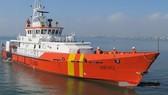 Cứu 8 thuyền viên trôi dạt giữa biển