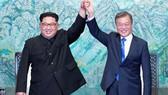 Tổng thống Hàn Quốc Moon Jae-in và nhà lãnh đạo Triều Tiên Kim Jong-un. Nguồn: TTXVN
