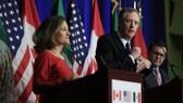 Ngoại trưởng Canada Chrystia Freeland, Đại diện Thương mại Mỹ Robert E. Lighthizer và Bộ trưởng Kinh tế Mexico Ildefonso Guajardo Villarreal ở vòng thứ 4 đàm phán NAFTA  tại Washington. Nguồn: AP