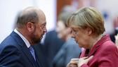 Chủ tịch Đảng Dân chủ Xã hội Đức (SPD) Martin Schulz (trái) và bà Merkel. Ảnh: POLITICO